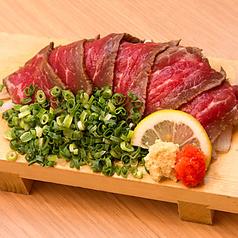 料理メニュー写真牛モモのタタキ