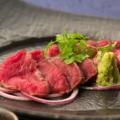料理メニュー写真熟成牛のレアステーキ