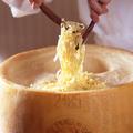 料理メニュー写真パルミジャーノレッシャーノで和えるパスタ