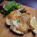 料理メニュー写真骨付き大山鶏のコンフィ