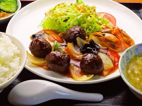 イベリコ豚は最高級品質保証のベジョーダを使用。手間ひまかけた本格中華料理を提供!