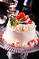 単品のアニバーサリーケーキもご用意可能でございます。メッセージプレートをお付けして、紅炉庵で記念日を盛大にお祝いくださいませ。事前にプレゼントのお持ち込みや花束のお持ち込みもお受付可能でございますので、お気軽にお申し付けください。