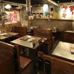 店内のいたるところに昭和の雰囲気が満載!都会の真ん中で昔を思い出しながら楽しい時間をすごせるお店です。