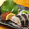 料理メニュー写真カツオの燻製塩タタキ