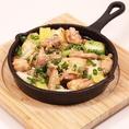 薩摩いも鶏の唐揚げや、薩摩いも鶏と長ネギのアヒージョなど、ここでしか味わえない料理が多数揃っております。