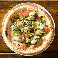 カキとオリーブのピザ