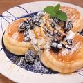 料理メニュー写真塩キャラメルとクラッシュオレオのパンケーキ