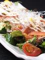 料理メニュー写真カルパッチョサラダ(サーモン・マグロ・タコ)