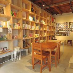 本屋とカフェが一緒に♪ スペース利用可能!