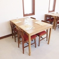 4名様向けのテーブル席。