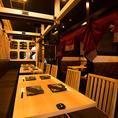 広々としたテーブルでお食事をお楽しみいただけます♪ 両サイドがロールカーテンで仕切られた開放席☆※写真系列店