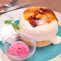料理メニュー写真自家製カスタードのクリームブリュレパンケーキ