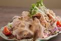 料理メニュー写真奄美島豚あかりんとんの焙煎胡麻しゃぶサラダ