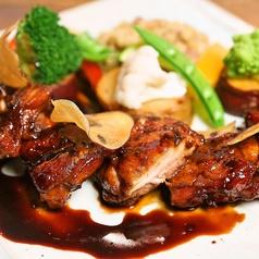 若鶏の黒胡椒焼き フォンドヴォーのローズマリーソース