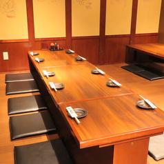 少人数から大人数まで移動可能なテーブル席あり!プライベートでも宴会でも様々なシーンにご対応可能です♪(写真は2階です)