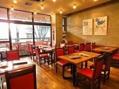 ご友人同士のご利用はテーブル席が御薦めです。カジュアルに本格広東料理をお楽しみ下さい。
