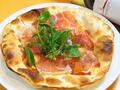 料理メニュー写真パルマ産生ハムとモッツァレラチーズ