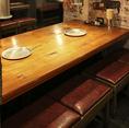 活気あふれる店内には隔たりの無いオープンなテーブル席をご用意しております。昭和のノスタルジーな雰囲気を肌で感じ、おいしいお肉、ホルモンと冷えた生ビールを舌でお楽しみください♪