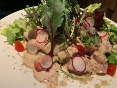 やわらか蒸し鶏とちぎり野菜のバンバンジーサラダ
