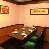 6名様までご利用いただけるテーブル席。食べ飲み放題が一番人気。