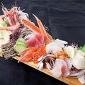 料理メニュー写真漁師町の刺身板盛(2~3人前)※一人前のみ500円、二人前以降750円。