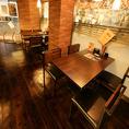 4名様が座れるテーブルは1階に2卓ございます!こちら二つを合体して10名様近くの宴会も可能ですのでお気軽にお問合せください♪