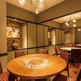 仕切りを外すことのできる円卓個室。3テーブルご用意しております。会社宴会や接待などにも最適です。