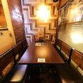 こちらは6名様テーブルになっております。入口&レジ横のお席です。少し密着にはなります。