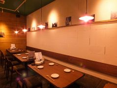 テーブル席は2名・4名・6名・8名~最大25名まで。