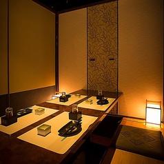 ◆少人数向けの個室はやさしい照明で落ち着けるお席となっております。プライベート空間で上質なひとときをお過ごしください。飲み会やデートなど多様なシーンにご利用頂けます。※お写真はイメージとなります。
