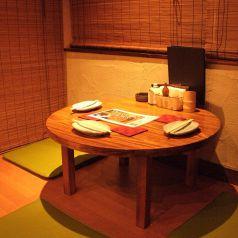 奥にある円卓の座席。ゆっくりと飲みたいときにおすすめです☆自然と距離も近づきます♪
