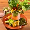 料理メニュー写真選べるソースの季節野菜ディップサラダ