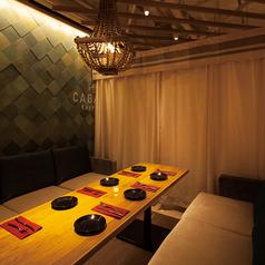 リゾートホテルのラウンジをイメージした開放的で上質な6名様のソファー席♪個室希望のお客様には雰囲気抜群のカバナ個室へ早変わり♪お問い合わせの際に「個室希望」とお伝えくださいませ。