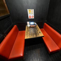 2~4名様向けのテーブル席。