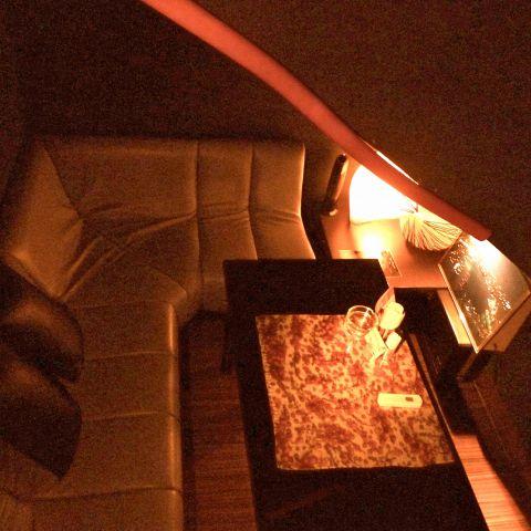 階段下スペースを利用した半個室席☆人気です★