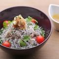 料理メニュー写真愛媛産取れたて釜上げシラスと雑穀ごはん大地の野菜スープ添え