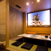 少人数向けにピッタリな掘りごたつ個室です。襖が上下に開け閉めできるので、沖縄ライブもしっかりご覧になれます!