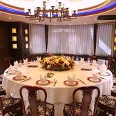 18名様から22名様まで円卓個室、宴会に最適、銀座の中央通りの夜景も楽しめる。(要予約)