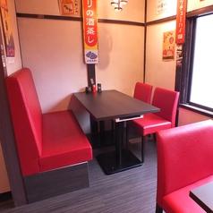 【2階:テーブル】小宴会や仕事終わりの飲み会にもピッタリ♪すでにお客様がおられる場合はカウンターでご利用いただく場合がございます。ご了承下さい。