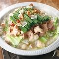 料理メニュー写真博多名物 農場自慢のもつ鍋(濃厚鶏スープ/醤油スープ)