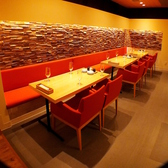 お洒落なテーブル席は女子会やデートにもおすすめ☆落ち着いた空間で楽しいひとときをお過ごしください♪