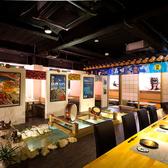 個室と同じく人気やテーブル席。ほぼ完全個室で、夜景を見ながらお食事を楽しめます。