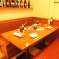 4名様までOKのテーブル席。シックでオシャレなお席は、本場南イタリアをイメージ!座り心地抜群で、ゆったりとお食事できます!