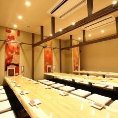 肉と野菜と酒と宴 箱屋ハナレ 栄伏見店の雰囲気1