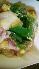 料理メニュー写真生ハムの温玉シーザーサラダ
