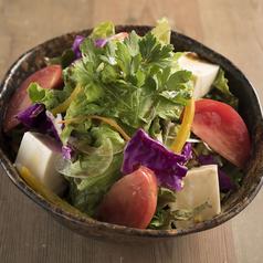 料理メニュー写真トマトと豆腐のさっぱりサラダ