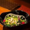料理メニュー写真エビとアボカドのイタリアンサラダ