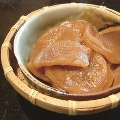 料理メニュー写真たくわんのきんぴら、醤油豆、伊吹島のいりこのパリパリ