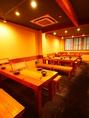 【2F】2Fのテーブル席もおすすめ。長いテーブルは6名、6名、8名の3テーブルで対応しています。