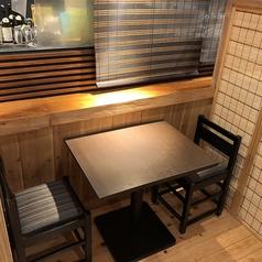2名席でもテーブルが広く、廊下側はのれんで隠れほぼ個室になる為、周りを気にせず食事が楽しめます♪